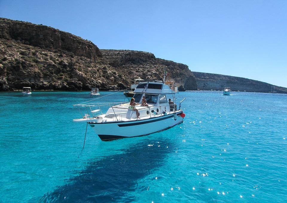 boat-hull-polish.jpg